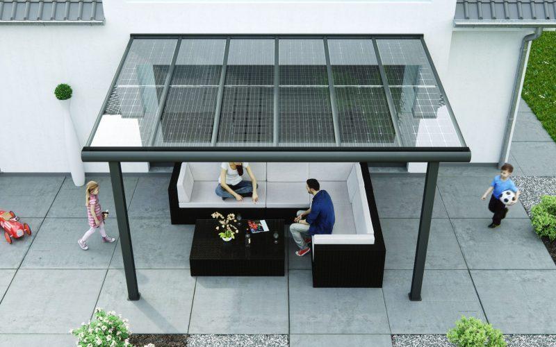 Mit einem festen Solardach für die Terrasse die Outdoorsaison verlängern